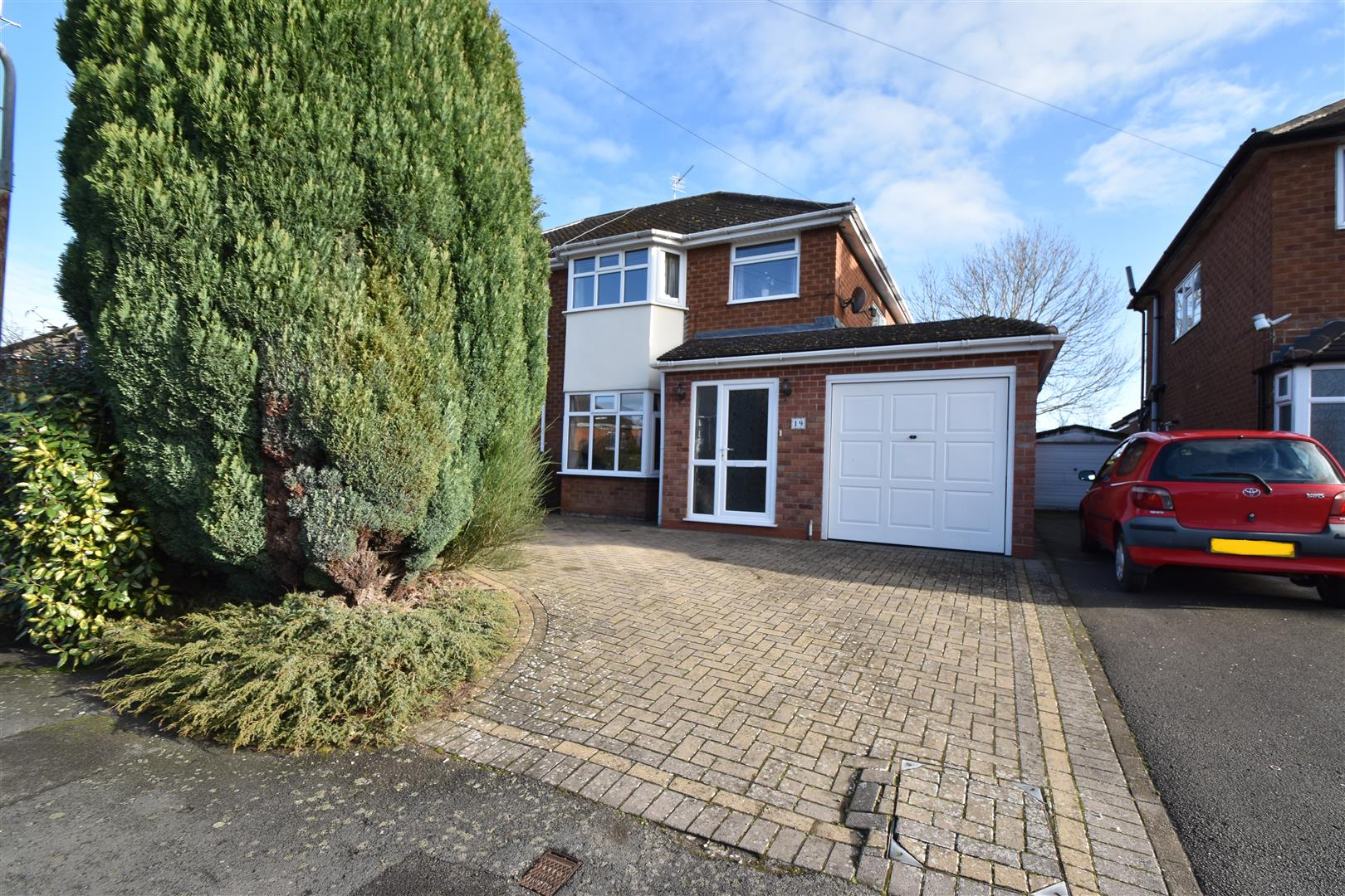 3 Bedrooms Semi Detached House for sale in Pilgrim Road, Droitwich